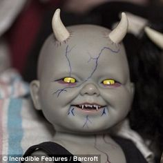 'A demon toddler in a black crib was always my fantasy': The woman with 500 life-like horror dolls that she treats like real babies Halloween Snacks, Creepy Doll Halloween, Classy Halloween, Creepy Halloween Decorations, Theme Halloween, Outdoor Halloween, Halloween Projects, Diy Zombie Dolls, Scary Baby Dolls