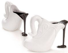 The porcelain coffee jug shoes made from cream leather and wood