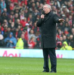 Sir Alex Ferguson was visibly emotional as he addressed the crowd one final time at Old Trafford British Football, Retro Football, Football Team, Bryan Robson, Sir Alex Ferguson, Football Pictures, Old Trafford, Swansea, Man United