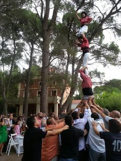 Human Tower at a wedding in Masia Plana Mallorqui #castellers #tradicions
