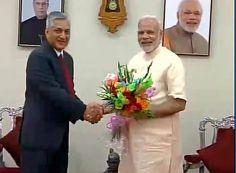 Gandhinagar: Chief Justice of India TS Thakur meets PM Modi at Raj Bhawan greets him for his birthday