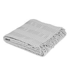 The Amy blanket is just the thing to give your bedroom the style you're looking for. Its original style and impeccable design make the Amy blanket one of our best accessories. With its original stripe design and fringes, this is the an excellent choice for your bed.