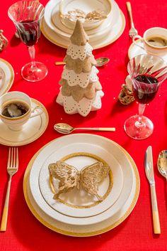 Cea mai frumoasă perioadă a anului este Crăciunul, un moment așteptat de familie care se adună în jurul mesei! Te așteptăm la Nobila Casa să descoperi cele mai deosebite decorațiuni de sezon! Good Mood, Mai, Table Decorations, Holiday, Home Decor, Vacations, Decoration Home, Room Decor, Holidays