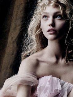 Sasha Pivovarova was my first favorite model. Floral, discret, sweet and arty, I…