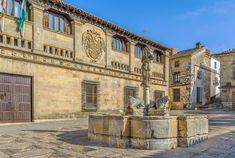 De turismo para disfrutar de los tesoros de Jaén Louvre, Mansions, House Styles, Building, Travel, Home Decor, Voyage, Parts Of The Mass, Tourism