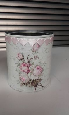 Decoupage Tins, Decoupage Vintage, Tin Can Crafts, Diy Crafts, Shabby Bedroom, Recycle Cans, Altered Bottles, Pots, Shabby Chic