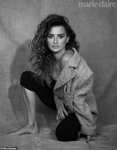 Penelope Cruz lands the February 2019 cover of Marie Claire US. Captured by Nico Bustos, the Spanish actress wears a pink Chanel tweed jacket and glittery ring. Beautiful Celebrities, Beautiful People, Penelope Cruze, Madrid, Spanish Actress, Javier Bardem, Marie Claire, Editorial Fashion, Fashion Photography