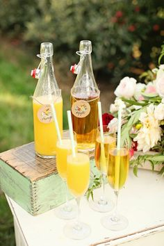 apple and orange juice mimosa bar. #weddings #mimosabar / Calligraphy: Jessica Albers / Styling: Michaela Noelle Designs / Photo: Ashley Slater Photography
