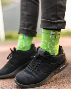 Trendy Fashion, Luxury Fashion, Trendy Style, Chemistry For Kids, All Black Sneakers, Sneakers Nike, Green Socks, Special Birthday Gifts, Kids Socks