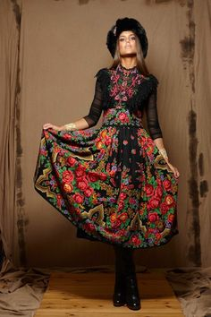 🌟Tante S!fr@ loves this📌🌟Russian style OR Folk Fashion, Ethnic Fashion, Womens Fashion, Russian Beauty, Russian Fashion, Russian Style, Bohemian Style, Boho Chic, Mode Russe