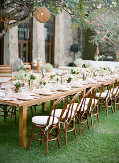 Al fresco wedding table: http://www.stylemepretty.com/2014/12/16/romantic-bali-destination-wedding/ | Photography: Jemma Keech - http://jemmakeech.com/