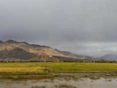 西藏 彩虹緩緩由白居寺升起