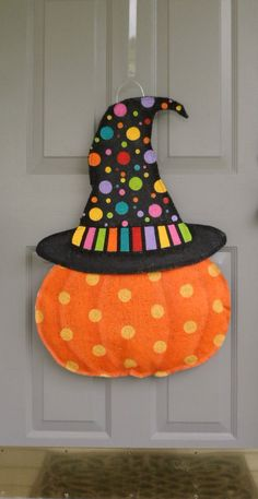 Pumpkin with Halloween Hat Burlap door and wall by AllUniqueThings Burlap Halloween, Dollar Tree Halloween, Halloween Hats, Diy Halloween Decorations, Holidays Halloween, Burlap Projects, Burlap Crafts, Adornos Halloween, Halloween Disfraces