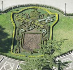 Heraldry Society of Scotland - Membership Secretary's Blog: Meanwhile in the Vatican Gardens ...