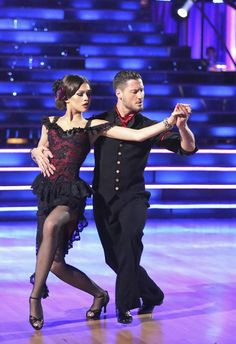 Dancing With the Stars 2013 Finale: Val Heads to Hospital for Injury