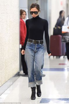 Tucking the figure-hugging jumper into loose fitting mom jeans, the brunette beauty boosted her frame with a pair of patent heeled boots I Love Fashion, Denim Fashion, Winter Fashion, Fashion Outfits, Womens Fashion, Style Casual, Casual Chic, Casual Outfits, My Style
