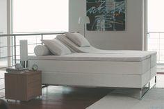 Supreme Ice Grey -vuode viileän modernissa kodissa #makuuhuone #sänky #sisustus #tempur