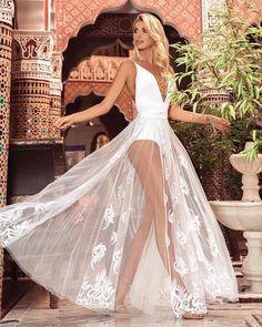 6986382cd Summer Dream Conjunto Analú de body com decote profundo saia em tule  bordado que acompanha forro