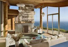 Arredare la casa in campagna in stile chic moderno - Soggiorno con grandi vetrate