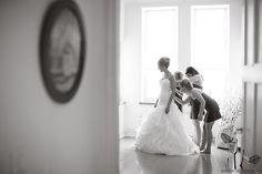 bride getting ready  © Maria Hedengren www.mariahedengren.com