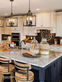 33 Ideas Farmhouse Kitchen Backsplash Joanna Gaines Rustic For 2019 Farmhouse Kitchen Island, Kitchen Island Decor, Kitchen Cabinet Colors, Kitchen Styling, Rustic Kitchen, New Kitchen, Kitchen Dining, Kitchen Ideas, Kitchen Cabinets