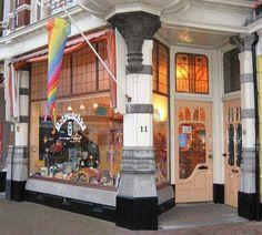 Matruschka in Den Haag: een geweldige winkel voor houten speelgoed, naaispullen, (antroposofische) kinderboeken en nog veel meer.