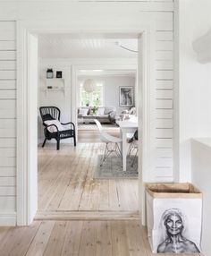 charming house in the Swedish countryside Simple Interior, Beautiful Interior Design, Interior And Exterior, Design Interior, Swedish Cottage, Swedish House, Decorating Blogs, Interior Decorating, White Washed Floors