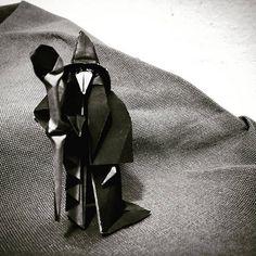 El ilusionista traidor - El ilusionista traidor Decía el escritor francés Georges Duhamel que cuando se quiere saber una cosa, lo mejor que se puede hacer es preguntarla. Parece una buena idea. Tim Ferris la recomienda para aprender rápido. Encuentra a las personas que más saben del tema y pregúntales. Al principio es una buena técnica. Cuando empiezas a aprender algo, hay muchas personas que te pueden enseñar. Millones de personas en el mundo te pueden enseñar a bajar esquiando una…