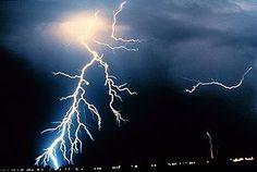Bliksemflitsen tijdens onweer zijn een vorm van elektriciteit - juf Pien