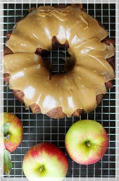 Applesauce Spice Cake with Caramel Glaze Apple Desserts, Apple Recipes, Just Desserts, Delicious Desserts, Apple Cakes, Pumpkin Recipes, Spice Cake Recipes, Dessert Recipes, Dessert Ideas