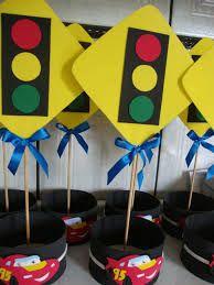 Resultado de imagem para centro de mesa aniversario carros Hot Wheels Birthday, Race Car Birthday, Race Car Party, Cars Birthday Parties, 16th Birthday, Festa Hot Wheels, Hot Wheels Party, Blaze The Monster Machine, Second Birthday Ideas