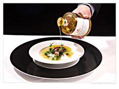 Gegrillter Oktopus, gelbe Linsen Créme brulee & Erbsenvariation & Veronelli Olivenöl Casaliva