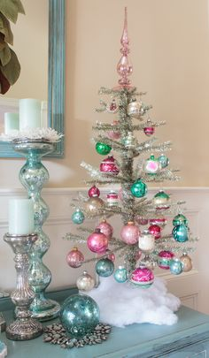 Christmas Trees For Small Homes Tinsel Tree with vintage ornaments.Tinsel Tree with vintage ornaments. Retro Christmas Decorations, Beautiful Christmas Trees, Vintage Christmas Ornaments, Unique Christmas Tree Toppers, Vintage Christmas Decorating, Vintage Pink Christmas, Vinyl Ornaments, Shiny Brite Ornaments, Ornament Tree