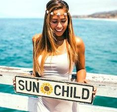 SUN CHILD with Sunflower Sign. Approximately x 17 with a wire hanger. Are you a Sun Child or a Moon Child? If youre a Sun Child and you like Sunflowers this sign will be perfect for you SUN CHILD with Sunflower Sign. Brandy Melville Signs, Sunflower Room, Vsco, Pineapple Art, Custom Wooden Signs, Tumblr Rooms, Moon Child, My New Room, Wood Signs