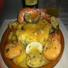 Esta deliciosa merluza a la sidra la preparo todos los fines de semana en mi casa, pues como buena asturiana me encanta preparar comida típica de mi región. A mi familia les encanta