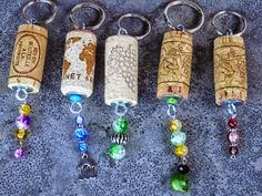 Kurk Sleutelhangers - Cork Keyrings - on… Diy Father's Day Gifts, Father's Day Diy, Fathers Day Gifts, Diy Keychain, Cork Crafts, Parent Gifts, Creative Kids, Key Rings, Jewelry Making