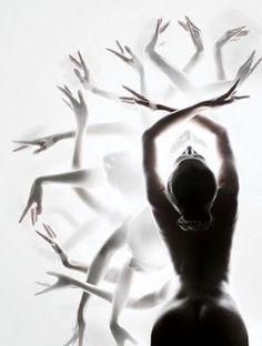 Beautiful black and white dance photography! Such a creative idea The Dancer, Dance Photography, Movement Photography, Ballerina Photography, Artistic Photography, Creative Photography, Photography Ideas, Just Dance, Pics Art
