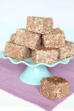 Kokosmums - Lindas Bakskola & Matskola Swedish Recipes, Sweet Recipes, Fika, I Love Food, Bacon, Candy, Cookies, Breakfast, Desserts