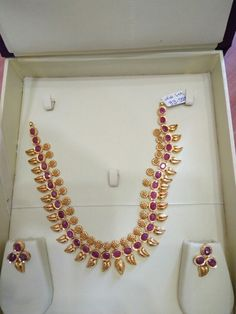 Indian Gold Jewelry Near Me Gold Earrings Designs, Beaded Jewelry Designs, Gold Jewellery Design, Jewelry Patterns, Jewellery Display, Necklace Designs, Real Gold Jewelry, Gold Jewelry Simple, Ruby Jewelry
