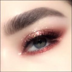 Eye makeup can enhance your attractiveness and help to make you look fabulous. Discover the way to use makeup products so that you are able to show off your eyes and impress. Learn the best ideas for applying make-up to your eyes. Makeup Inspo, Makeup Inspiration, Beauty Makeup, Hair Makeup, Makeup Ideas, Eyeliner Makeup, Glitter Eyeliner, Makeup Bags, Glitter Makeup