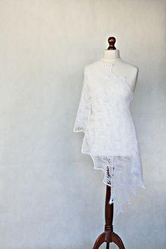 Biały ślubny szal- gotowy do wysyłki w KNITWEAR-FACTORY na DaWanda.com