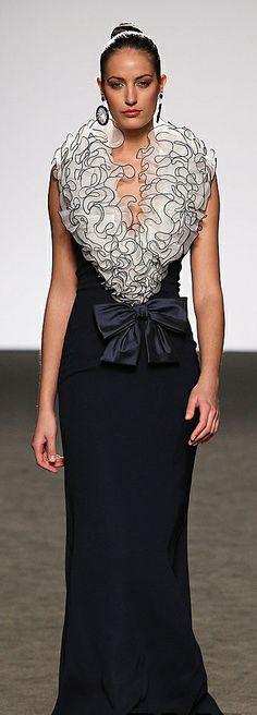 The neckline looks ticklish ~ Renato Balestra Couture Fashion, Runway Fashion, High Fashion, Women's Fashion, Beautiful Gowns, Beautiful Outfits, Simply Beautiful, Photography Tattoo, Gq
