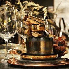 Happy week-end #atouchofgold 🎨 #kitchenaccessories #christmasiscoming #table #dishes #goldenchristmas #happyevening #happyfriday #keuken #glasses #promotion #action #homedecor #ideasforhome #ideasforchristmas #cuivre #gold