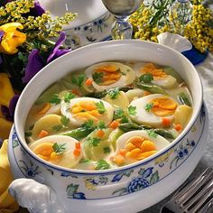 Frühlings-Eier-Ragout Rezept | LECKER Cauliflower Soup Recipes, Vegetarian Recipes, Healthy Recipes, Food Blogs, Meal Planning, Food And Drink, Cooking, Ethnic Recipes, Low Carb