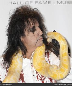 Alice Cooper, Detroit, Rock Artists, Alternative Music, My Daddy, Celebrity Photos, Hard Rock, Rock And Roll, Classic Rock