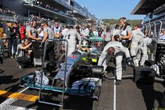 Lewis Hamilton (GBR) Mercedes AMG F1 W05 on the grid. 12.10.2014. Formula 1 World Championship, Rd 16, Russian Grand Prix, Sochi Autodrom, Sochi, Russia, Race Day.
