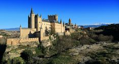 The ancient castle in Segovia, just a short day trip away from Madrid Tour Eiffel, Prado, Cool Places To Visit, Places To Travel, Monuments, Big Ben, Rome Vacation, Spain Travel Guide, Madrid Travel