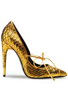On-trend gold snakeskin pumps by Tom Ford. Christian Louboutin, Zapatos Tom Ford, Pumps Heels, High Heels, Gold Heels, Snakeskin Heels, Tom Ford Shoes, Shoe Boots, Stilettos