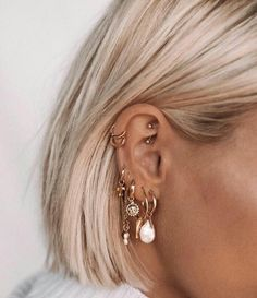 Ohrringe - Ohrringe - The particular frequency of body piercing appears Piercing Tragus, Ear Peircings, Cute Ear Piercings, Piercing Tattoo, Tattoo Rings, Cartilage, Ear Jewelry, Cute Jewelry, Jewelry Accessories