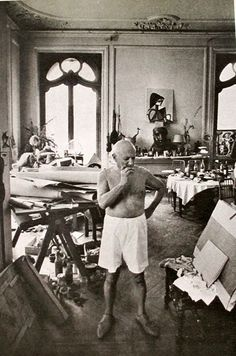"""Picasso getting ready to paint. """"La Californie"""" Cannes, France 1956"""